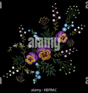 Stickerei pancies floralen Muster kleine Zweige wilde Kräuter mit wenig blau violett Feld Blume. Reich verzierte - Stockfoto