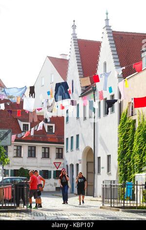Mit Kleidung dekoriert Wäscheleinen im Viertelfinale der Ulrich in der Partei des Ulrich, Altstadt, Augsburg, Schwaben, - Stockfoto