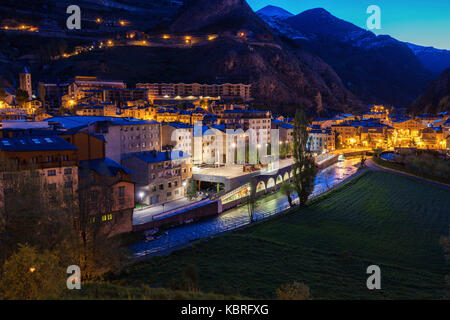 Panorama von Canillo in der Nacht. Canillo, Andorra.