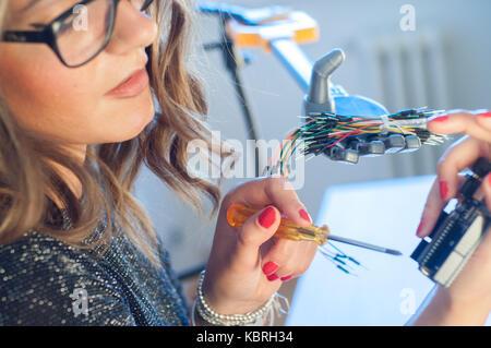 Frau Ingenieur bei der Arbeit - Stockfoto