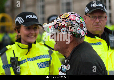 Manchester, Großbritannien. Am 1. Oktober 2017. Pensionierter Tischler & Schreiner 80-jährige Terry Hutt aus London, - Stockfoto