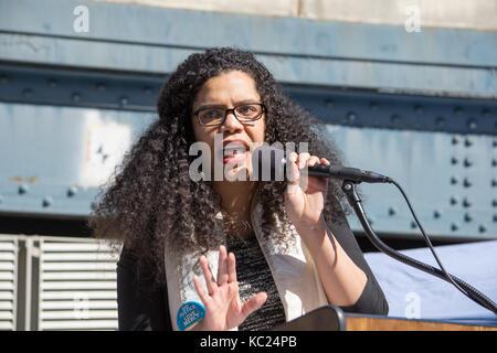 New York, USA. 01 Okt, 2017. April Baskin, Juden für Gerechtigkeit zwischen den Rassen. Soziale Gerechtigkeit Aktivisten - Stockfoto