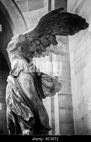 Winged Victory von Samothrake im Louvre, Paris - Stockfoto