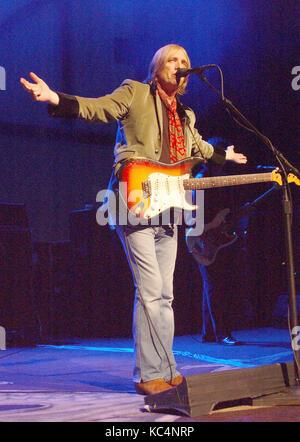 Cleveland, Ohio, USA. 30. Juni 2005. 02. Oktober 2017 - Tom Petty, deren Florida - gezüchtete Quintett Literature - Stockfoto