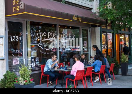 Washington DC Distrikt von Columbia Logan Circle Restaurant Das Schwein Bürgersteig alfresco Tabellen junger erwachsener - Stockfoto