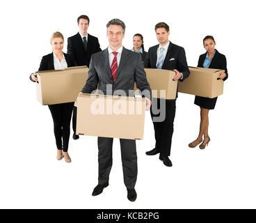 Eine erfolgreiche Geschäftsleute mit Kartons auf weißem Hintergrund - Stockfoto