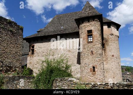 Conques, Frankreich, 19. Juni 2015: Conques liegt auf einem Hügel erbaut und ist im klassischen mittelalterlichen - Stockfoto