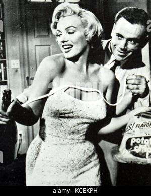 """Szene aus """"Das verflixte siebte Jahr"""" mit Marilyn Monroe (1926-1962) eine US-amerikanische Schauspielerin und Tom - Stockfoto"""
