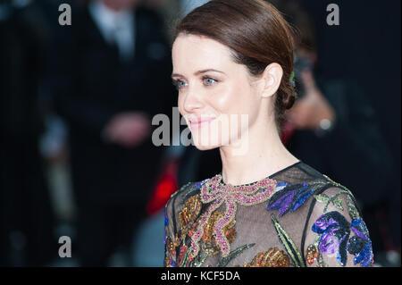 London, Großbritannien. 4. Oktober 2017. Claire Foy kommt für die UK Film Premiere von Atmen im Odeon Leicester - Stockfoto