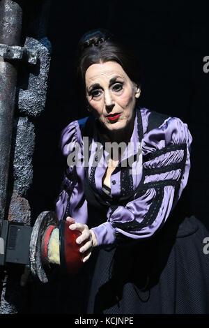 London, Großbritannien. 5. Okt 2017. Lesley Joseph, Mel Brooks Young Frankenstein - Foto, Garrick Theatre, London, - Stockfoto