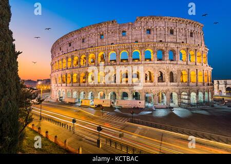 Kolosseum in Rom, Italien in der Nacht - Stockfoto