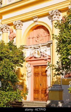 Eine verzierte Tür der nördlichen Galerie von Wilanow Palast in Warschau, Polen - Stockfoto