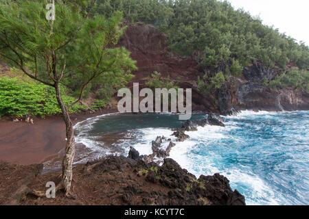 Red Sand Beach, Kaihalulu Strand, Hana, Maui, Hawaii, USA - Stockfoto