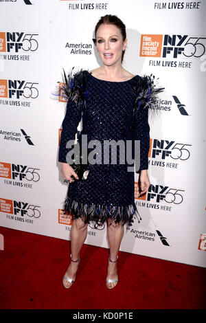 Julianne Moore besucht die 'überrascht' Premiere während der 55Th New York Film Festival in der Alice Tully Hall - Stockfoto
