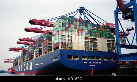 Hamburger Hafen - CMA CGM ZHENG HE 400 Meter langen Container Terminal Burchardkai im Hamburger Hafen - DEUTSCHLAND - Stockfoto
