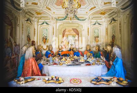 Biblische Szene Darstellung (presepe) des letzten Abendmahls von Jesus Christus (Sacro Monte di Varallo, Piemont, - Stockfoto