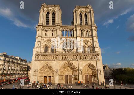 Paris (Frankreich): Fassade von Notre-Dame de Paris auf der Ile de la Cite, 4. Arrondissement in Paris/Bezirk (nicht - Stockfoto