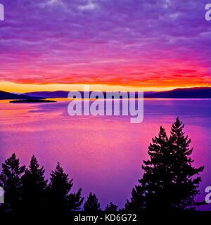 Sonnenuntergang über Flathead Lake in der Nähe von Polson, Montana - Stockfoto
