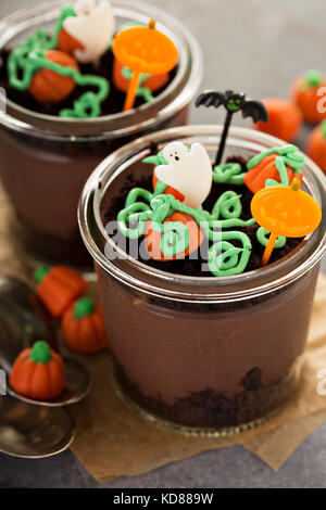 Halloween Dessert im Glas, Schokoladenpudding - Stockfoto