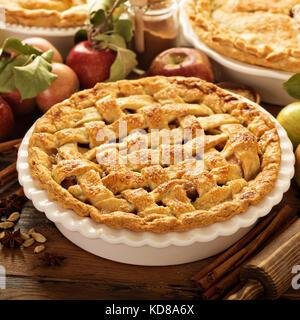 Apfelkuchen mit Gitter - Stockfoto