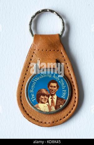 Jahrgang 1980 s Charles und Diana königliche Hochzeit Souvenir Schlüsselanhänger - Stockfoto