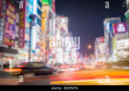Unscharfes Bild. Einige Taxi sind, in einem der lebhaftesten Viertel Japan Kreuzung in Shinjuko Bezirk in der Nacht. - Stockfoto