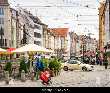Augsburg, Deutschland - 19. August: die Menschen in der Altstadt von Augsburg, Deutschland Am 19. August 2017. Augsburg - Stockfoto