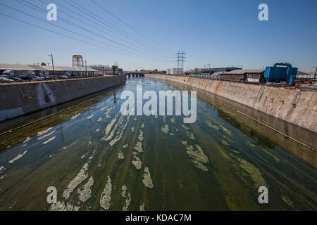 Los angeles River in der Nähe der Innenstadt von Los Angeles, Kalifornien, USA - Stockfoto