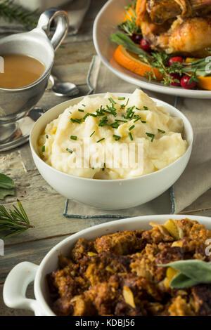 Hausgemachte cremigen Kartoffelpüree Schlagsahne mit Schnittlauch - Stockfoto