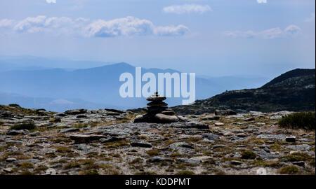 Haufen Kieselsteine in einem Gebirge - Stockfoto