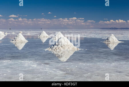 Stapel von Salz im Salar de Uyuni, Bolivien - Stockfoto