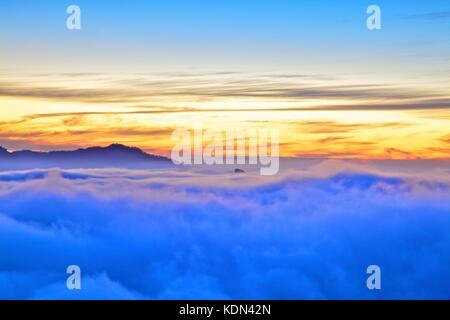 Sonnenuntergang über Roque Bentayga, Gran Canaria, Kanarische Inseln, Spanien, Atlantik, Europa - Stockfoto