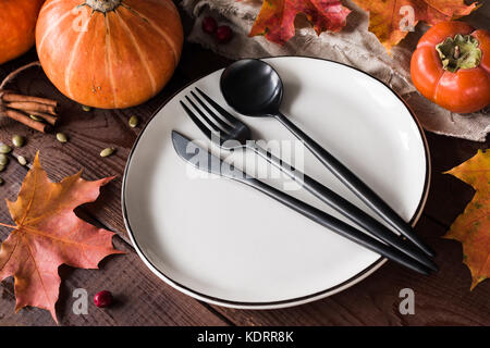 Herbst tischdeko einstellung mit besteck und snacks kopie raum stockfoto bild 167532759 alamy - Tischdeko mit kurbissen ...