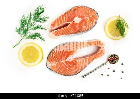 Lachssteaks mit Zitronen, Dill, und Pfefferkörner, weiß - Stockfoto