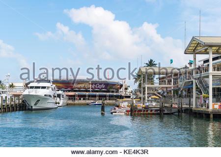 Der Bayside Marketplace und Marina ist ein berühmter Platz und touristische Attraktion im Süden Florida City. Verschiedene - Stockfoto