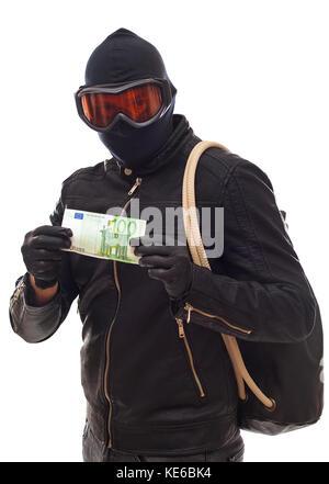 Gefährlicher Einbrecher in Schwarz gekleidet mit einer Maske auf dem Kopf - isoliert Hintergrund - Stockfoto