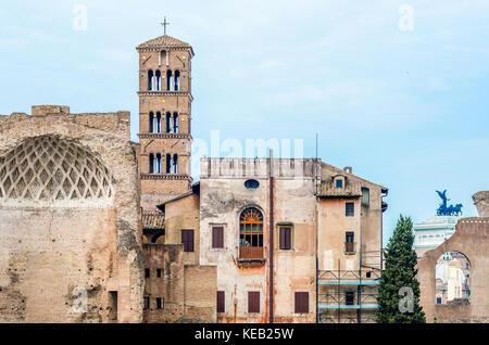 Blick auf die Ruinen des antiken Rom in Italien - Stockfoto