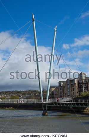 Die Millennium Bridge über den Fluss Lune in Lancaster, England, Großbritannien - Stockfoto