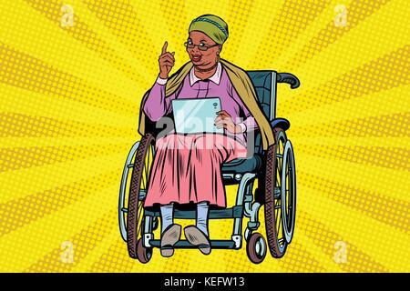 Ältere afrikanische Frau behinderte Person in einem Rollstuhl, gadget ta - Stockfoto