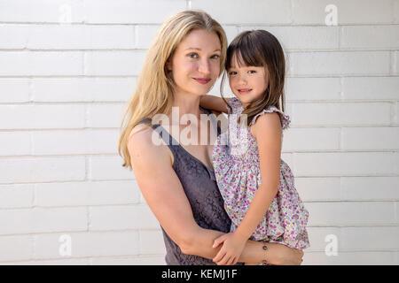 Mutter mit ihren fünf Jahre alten Tochter - Stockfoto