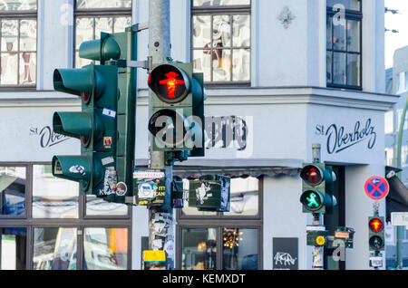 Ostdeutsche Ampelmännchen, kleine Ampel Männer, Ampelmann, Fußgängerzone Signale Symbol, Berlin, Deutschland - Stockfoto