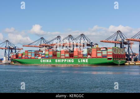 ROTTERDAM, Niederlande - 15 Februar 2016: Der extrem großen Containerschiffs CSCL Indischer Ozean der China Shipping - Stockfoto