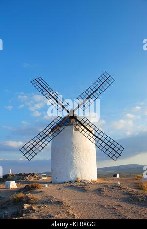 Windmühle. Consuegra, Provinz Toledo, Castilla La Mancha, Spanien. - Stockfoto