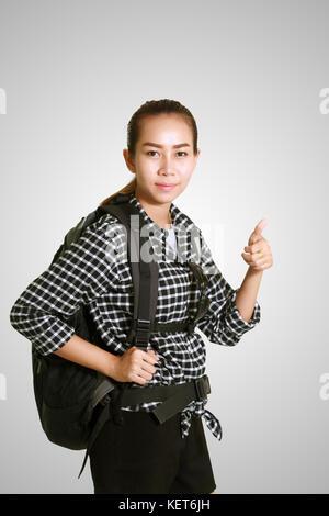 Asiatische Frau, die einen Rucksack für Tourismus und Reisen - Stockfoto