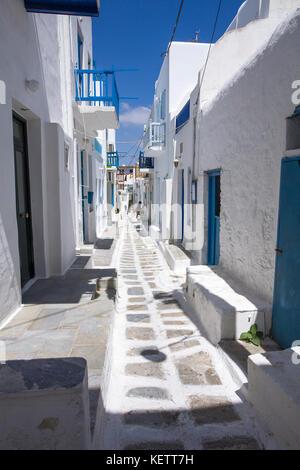 Schmale Gasse im Mykonos-Stadt, Mykonos, Griechenland - Stockfoto