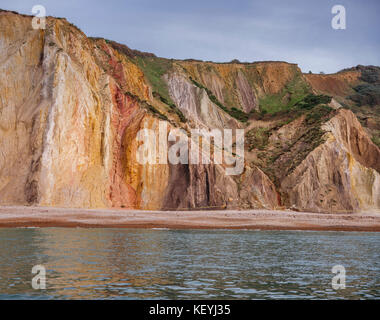 Die mult-farbigen Sand der Alum Bay auf der Insel Wight. - Stockfoto