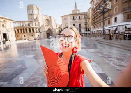 Frau in der Stadt Valencia reisen - Stockfoto