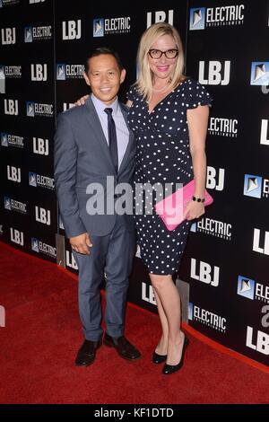 Ernie Reyes, Lisa Reyes in der Ankunftshalle für lbj Premiere arclight Hollywood, Los Angeles, Ca Oktober 24, 2017 - Stockfoto