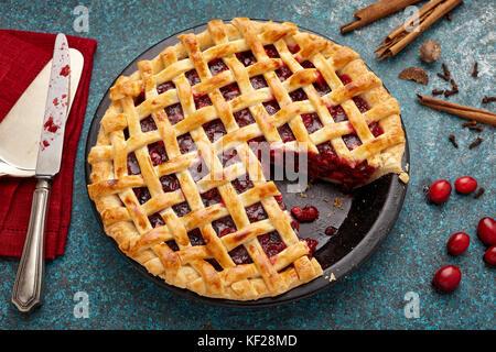 Glühwein cranberry Apple lattice pie - Stockfoto