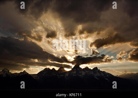 Wy 02498-00 ... Wyoming - Sonnenuntergang über dem Grand Teton im Grand Teton National Park. - Stockfoto